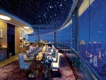 世贸旋转餐厅坐落在惠州世贸中心41楼,是惠州第一家高空旋转自助餐厅