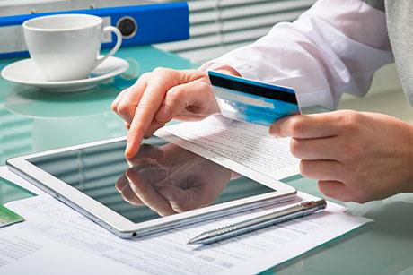 盘点:信用卡哪些收费高得吓人,能避则避?