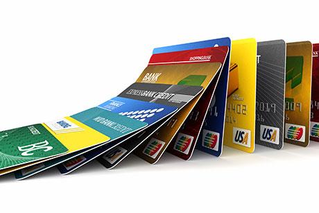 信用卡靠什么与移动支付竞争