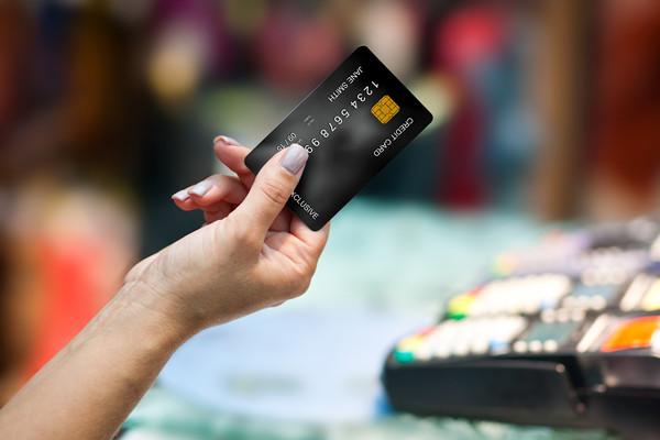 手机在身边 信用卡竟被开通