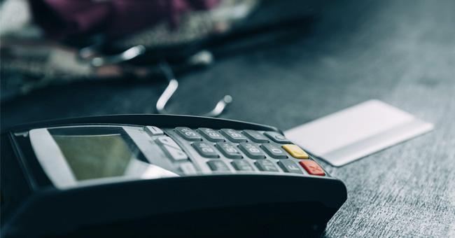 必看:信用卡取现没那么简单,不注意这几点就会被收费!
