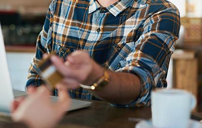 你还在花钱喝星巴克吗?这些信用卡帮你免费喝!