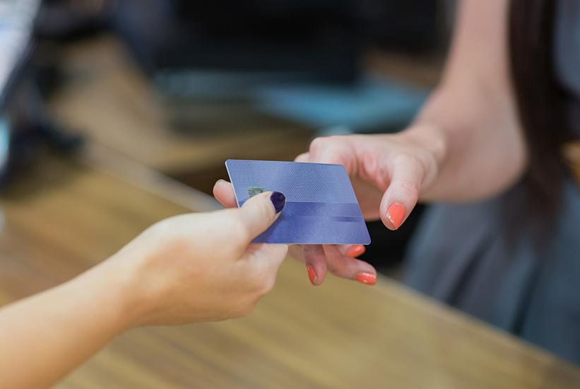 没有固定工资申请哪家信用卡会一次性成功且额度高,如何申请?