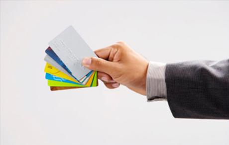 一个人拥有几张信用卡比较好?