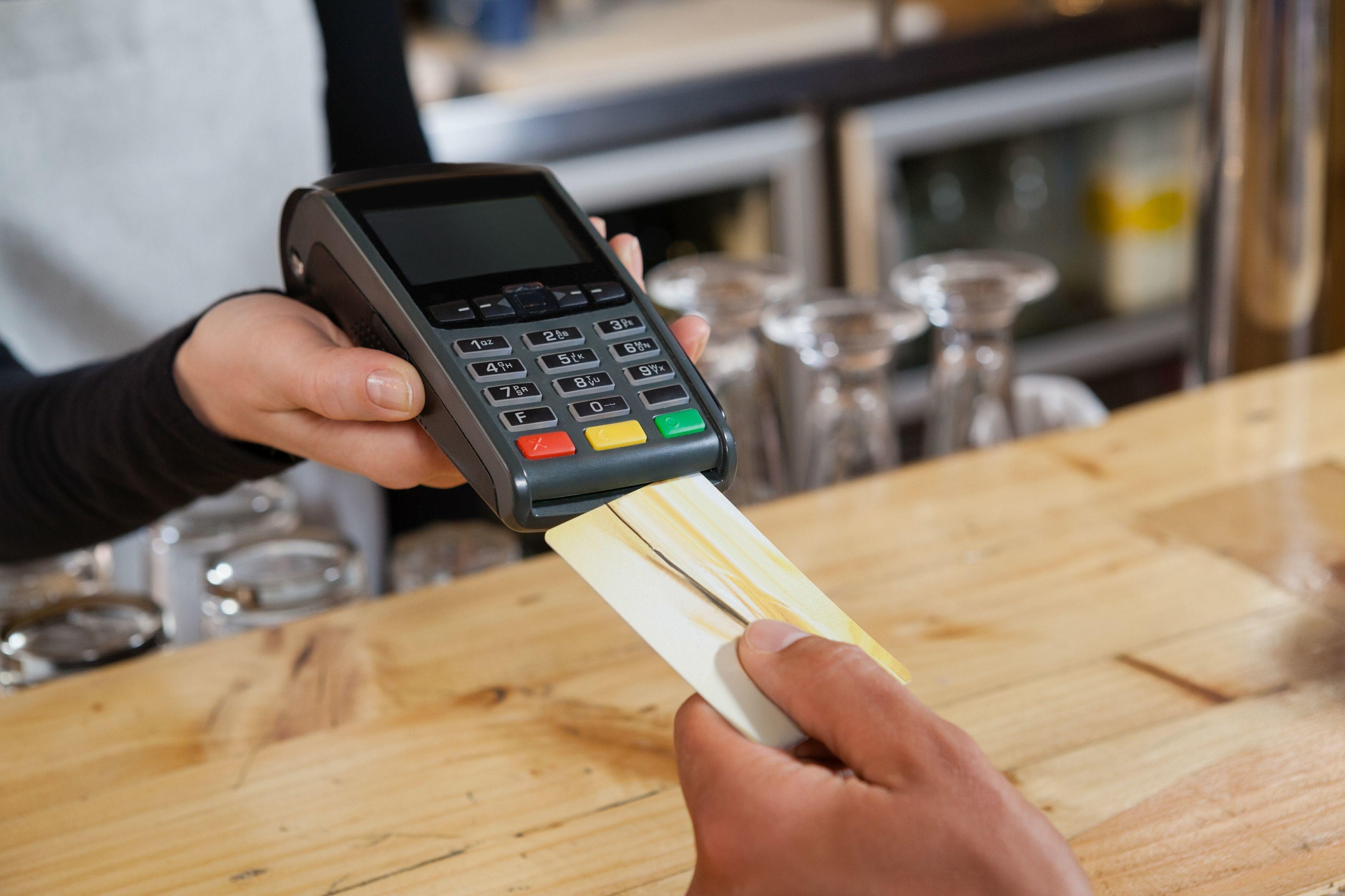 2018年信用卡取现和套现,哪个更划算?手续费差多少?
