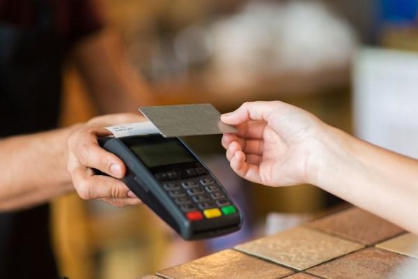 信用卡呆账能慢慢还吗?信用卡呆账多久会坐牢?