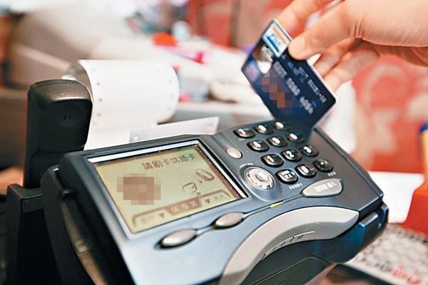 如何低成本养信用卡?四招让你省钱还赚钱