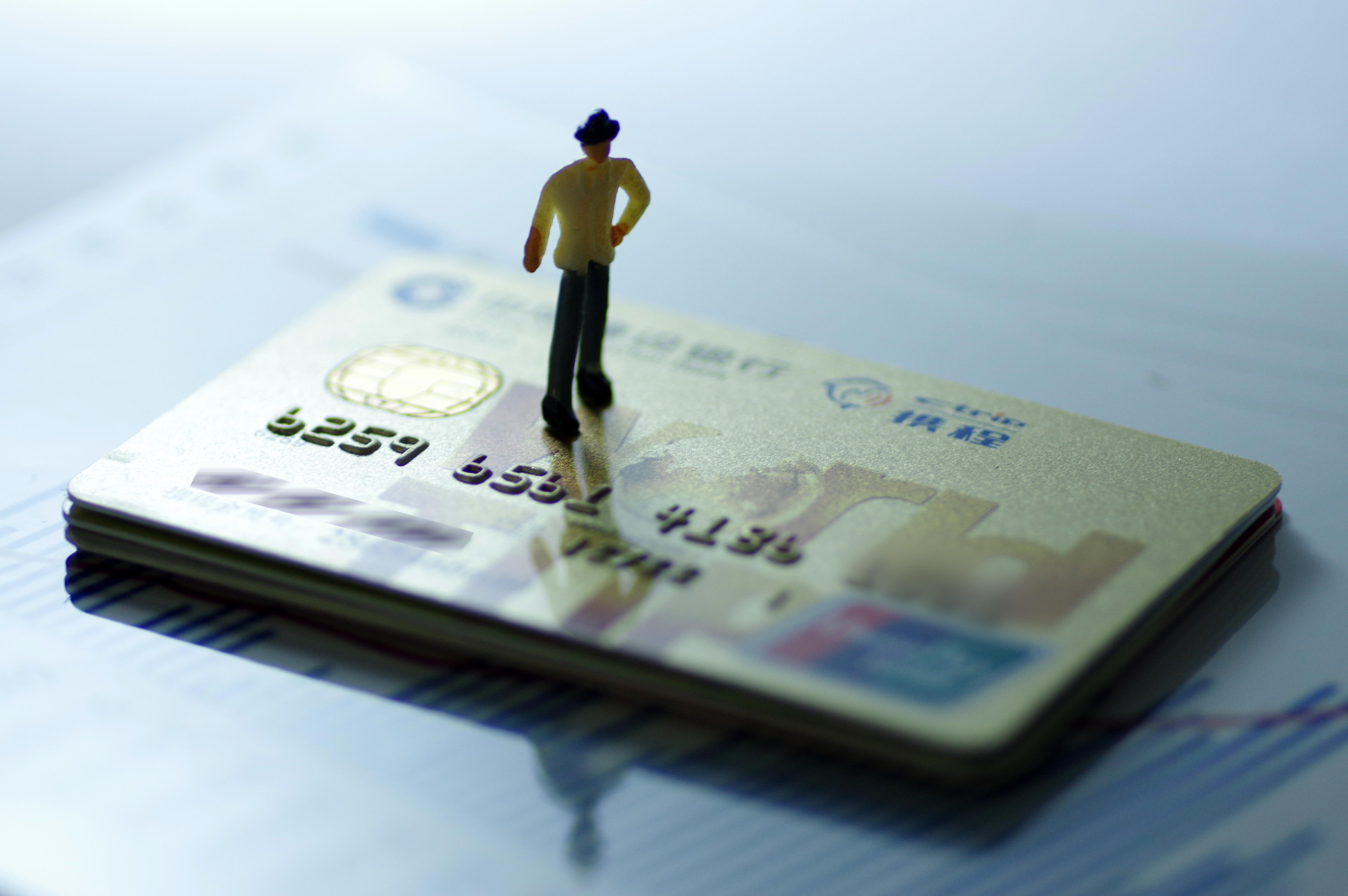 花旗银行信用卡类别、级别、额度及年费介绍。