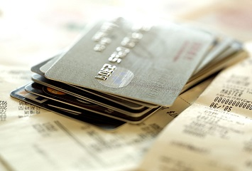 2017年那些不要年费的20张白金信用卡