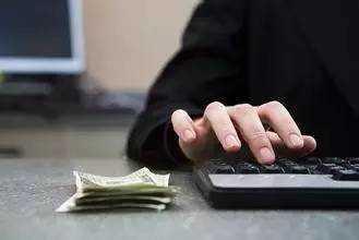 透支信用卡不还 刷了4.9万利息滞纳金就有5万多