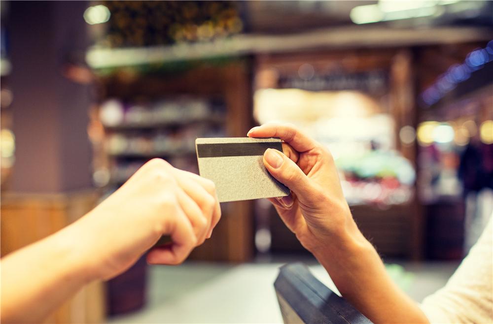 同样是刷卡消费,为何你的额度没升反降呢?