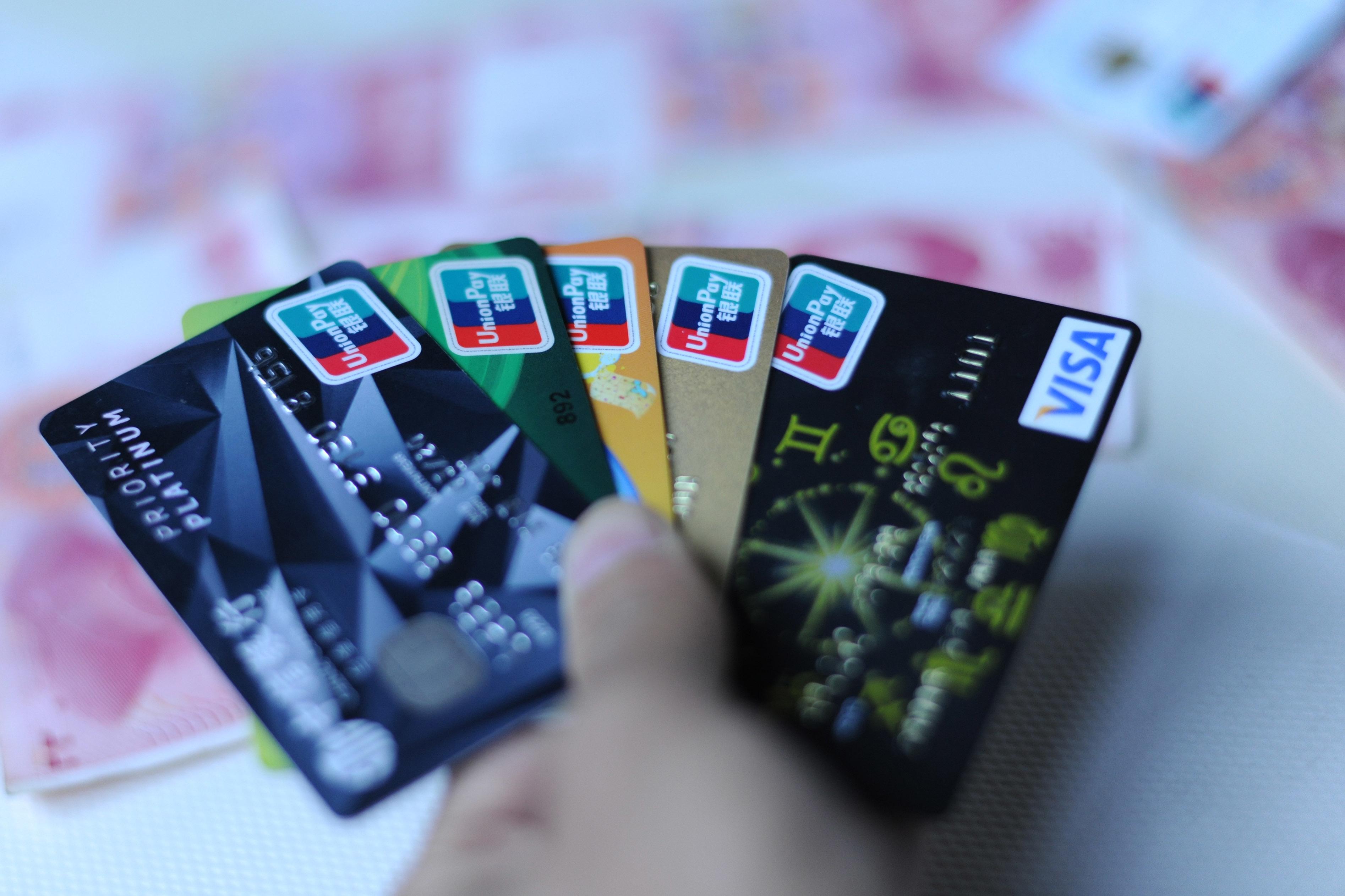 销了15行35张信用卡后,银行给我提额了...