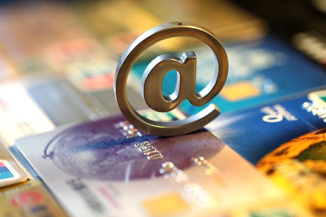 《刷信用卡》網貸欠了十幾萬,他們都靠這個辦法上岸!